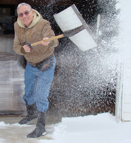 Cleveland weather provides a rare opportunity for Floridians to shovel snow