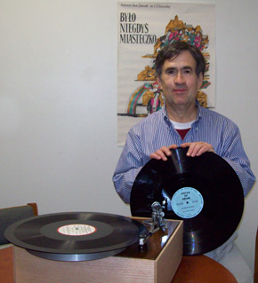 Ben Roth with turntable & Vistas 015